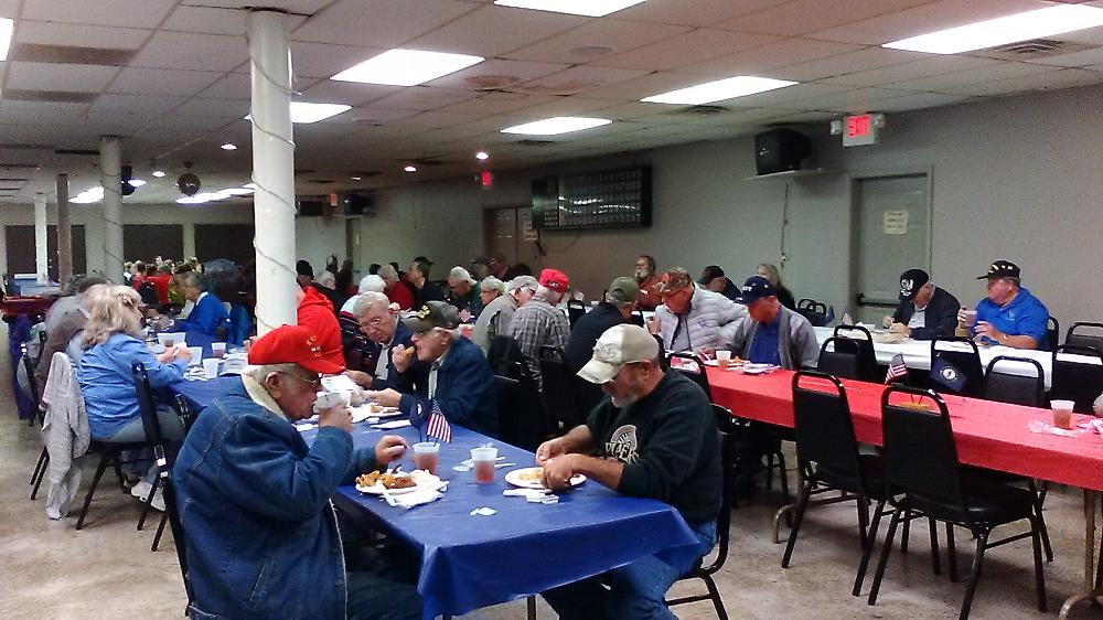 VETERANS EATING LUNCH