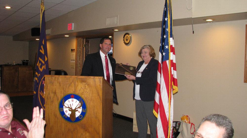 ER Mike Spranger presents PER Plaque to Marilyn Gillies.