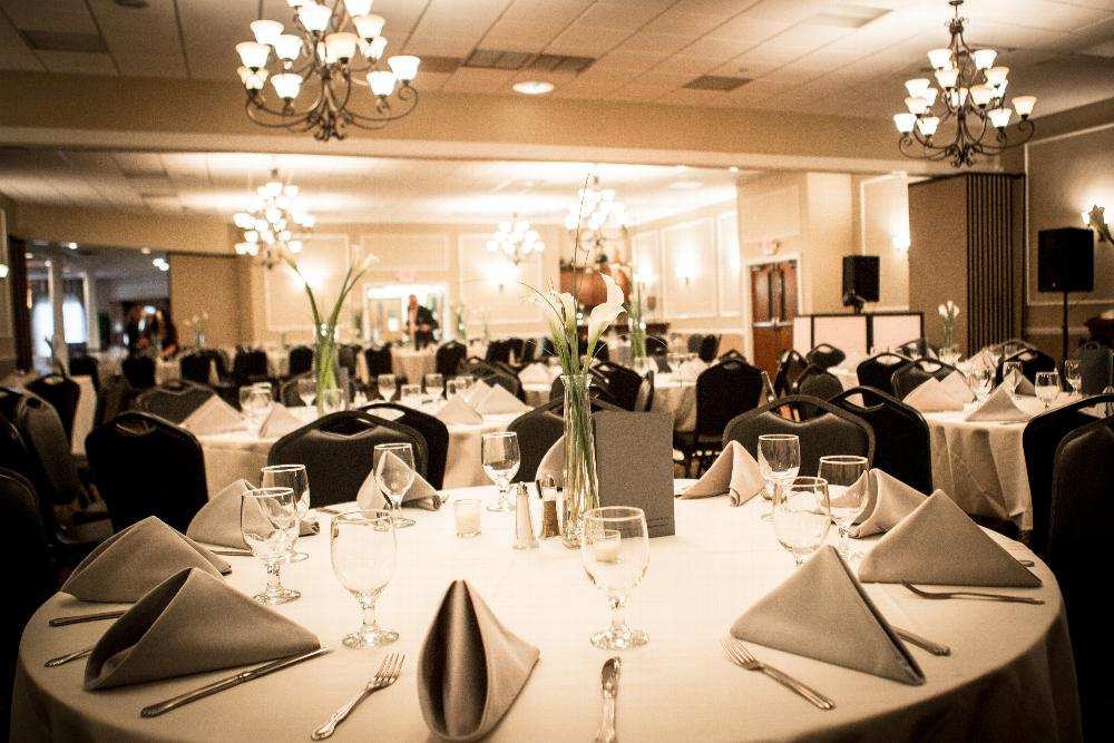 The Lodge Ballroom accommodates up to 400 people for dinner and dancing.