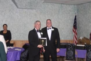 PER Wayne Pynckels presents the 2009 Elk of the Year award to Founding Member, PER Ray Wizna.